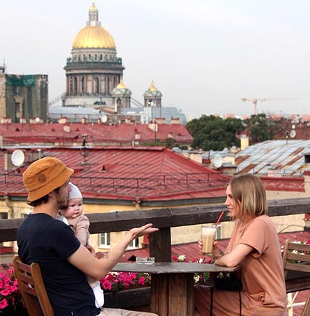 LonelyPlanet has published a top of speak-easy restaurants in Saint-Petersburg