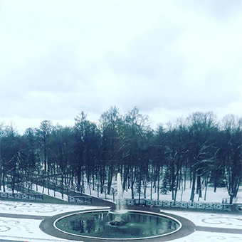 Peterhof Park tests its fountains in the snowy weather